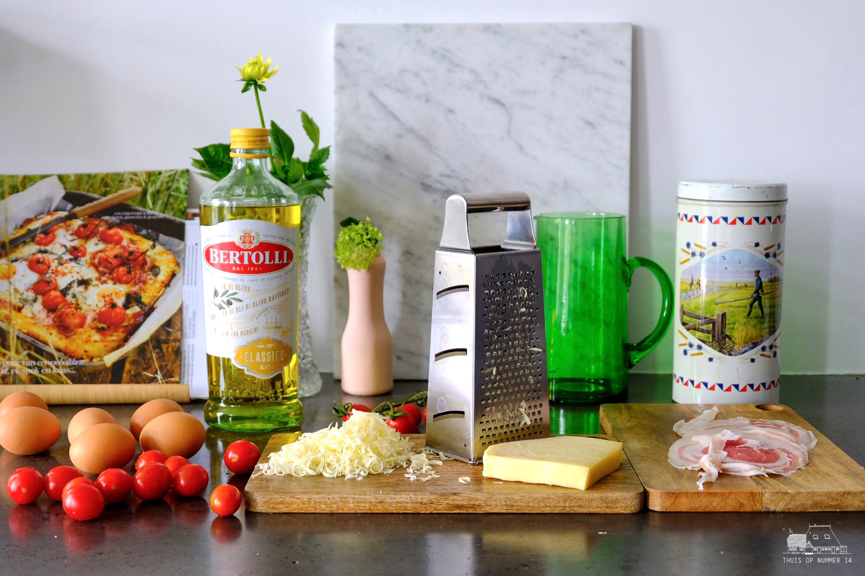 thuis op nummer 14 - Ontbijtbrood met eieren, pancetta en gruyère.