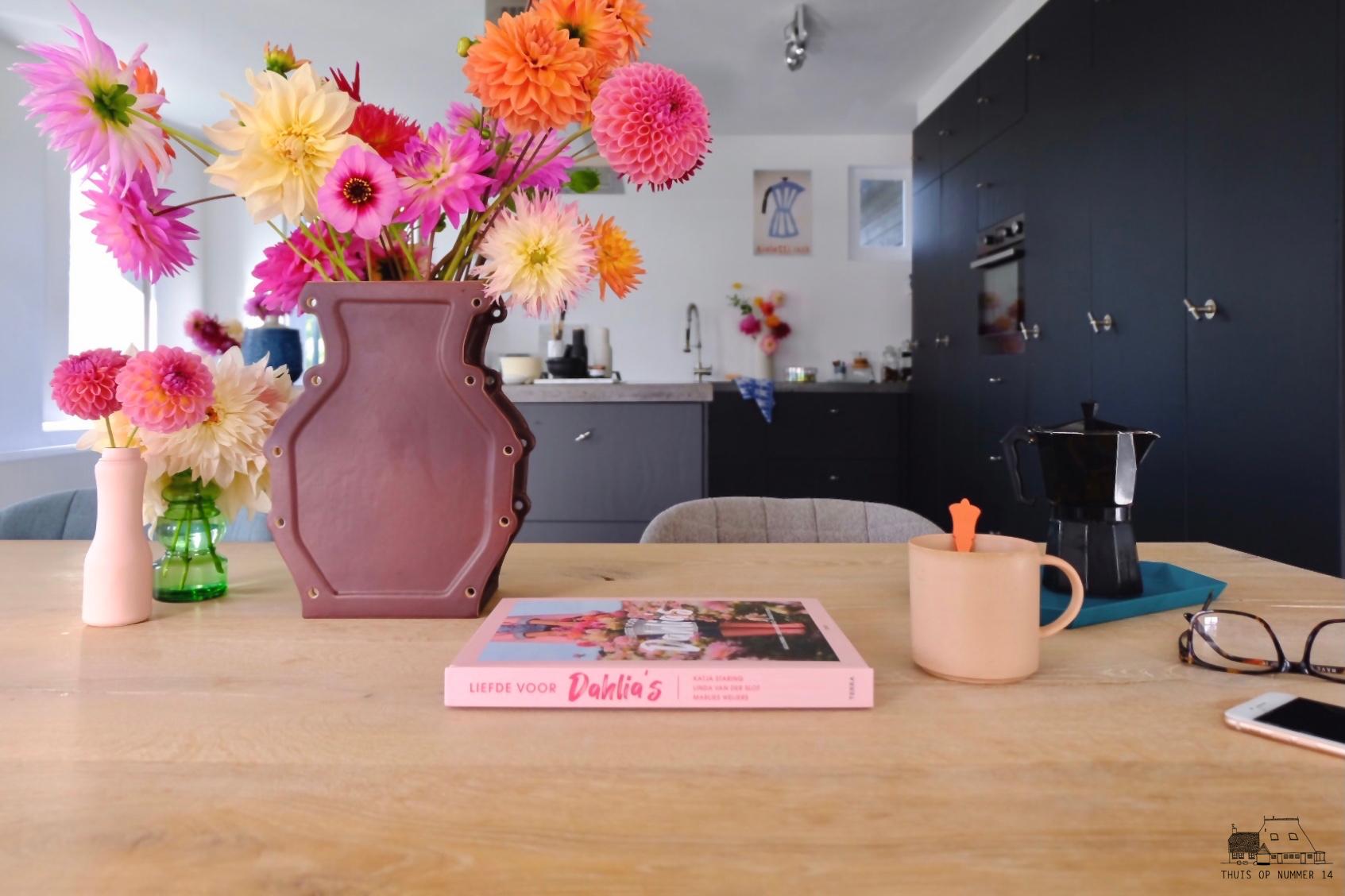 Liefde voor Dahlia's, het koffietafelboek.