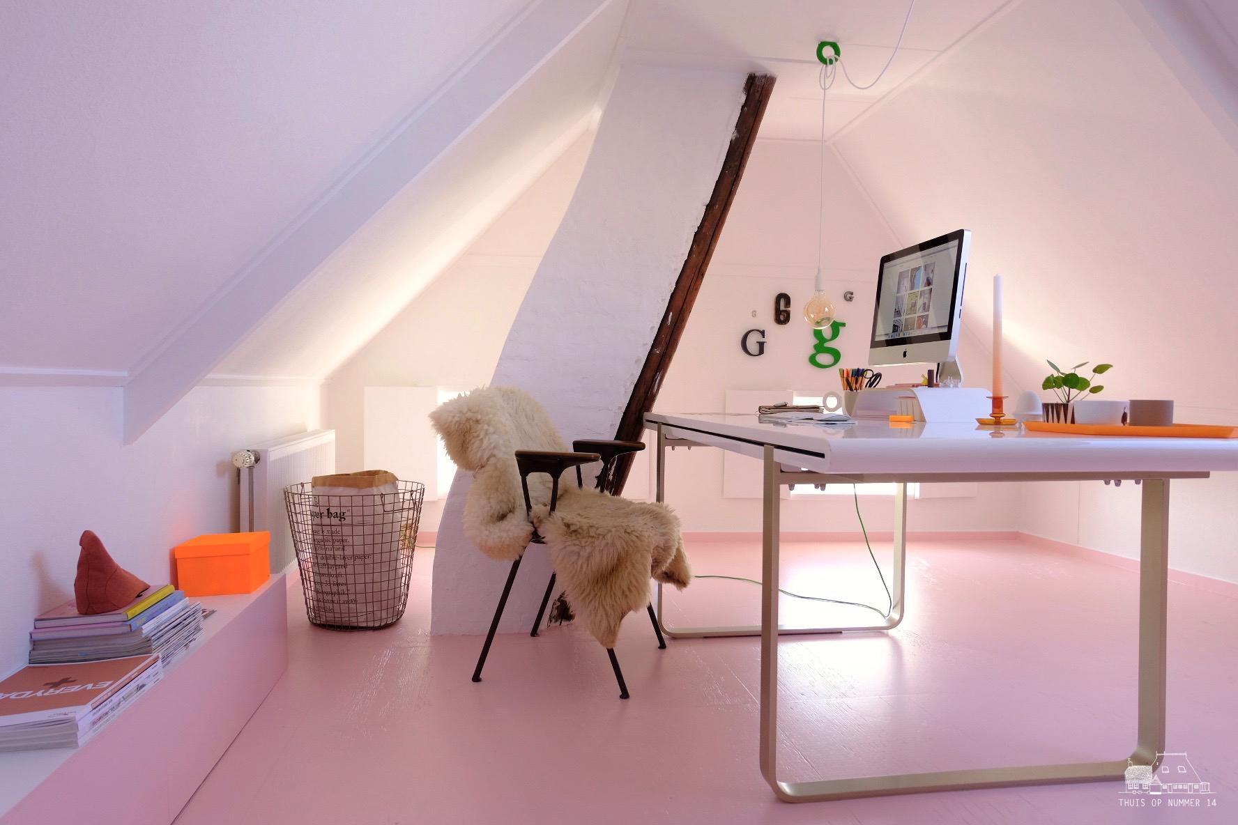roze vloer in mijn werkkamer